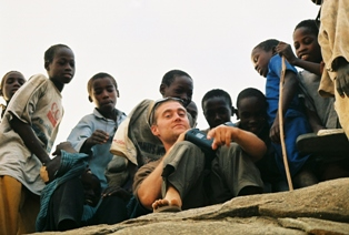 Brian Steidle with refugee children in Chad